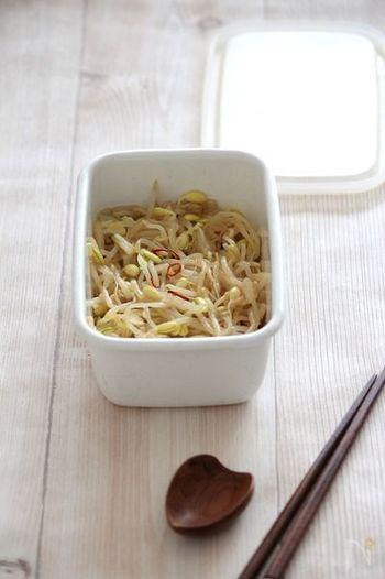 中華風の豆もやしのマリネレシピは、餃子の時の付け合わせや、ちょっとしたおつまみにも。ダイエット中で小腹が空いた時にもオススメのレシピです。