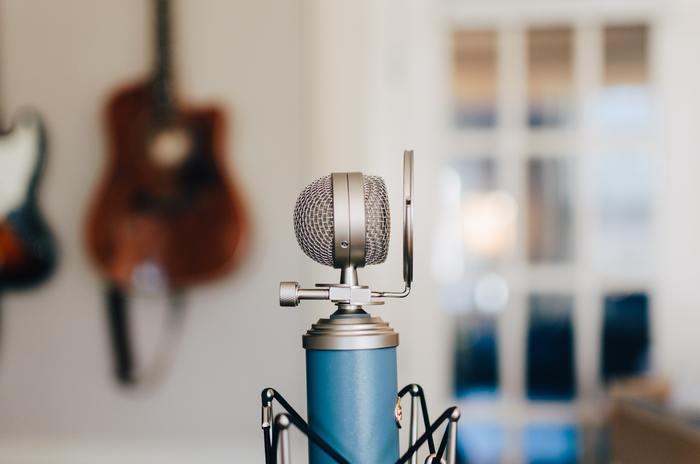 演説などフォーマルなシーンで話す時は「Speak」を使います。「Talk」は「Speak」よりカジュアルなシーンで使われる頻度が高いでしょう。
