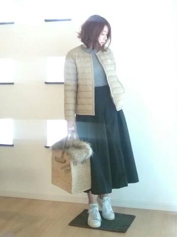 ころんとしたキューブ形のカゴバッグは、すべて手作業で作られているそう。荷物が多い日でも安心の大容量です。