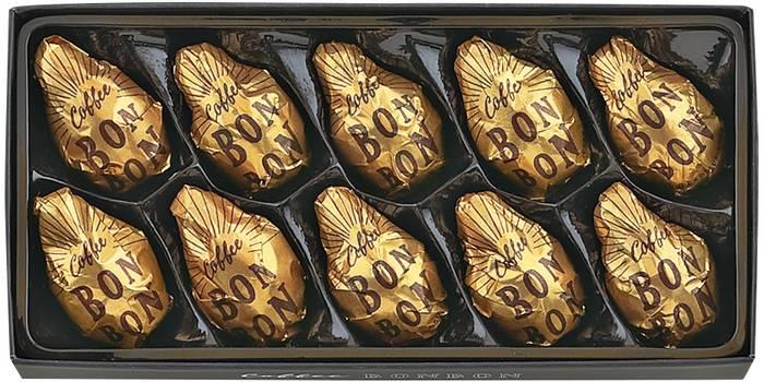 10個入りのセットで提供されています。コーヒーボンボンらしいゴールドの包み紙がとてもお洒落です。