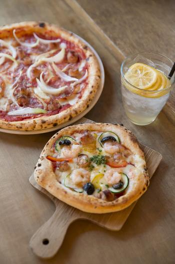 ピッツァのサイズは、タント(27cm)とポコ(15cm)があり、人数に合わせてシェアできます。店名の「Poco」は、「ちょっと」を意味するイタリア語。ポコサイズのピザは女性でも食べきれますよ。
