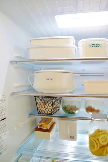 中段部分には、3・4日で食べ終えるような物を置くのがベスト。スープ鍋などを一時的に置けるスペースを確保しておくと、料理後もスムーズです。
