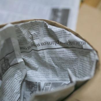 通気性と保湿も兼ね備えた紙素材は、野菜の鮮度も保てますし、英字新聞などを使えばおしゃれ感もアップ!冷蔵庫を開けることが楽しくなりますよ。