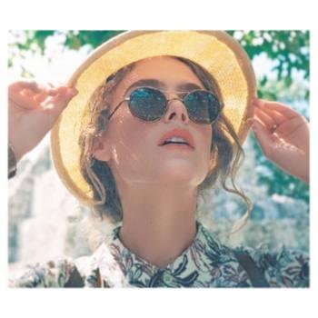 外出する時には、メガネやサングラス、マスクを着用するようにして、お肌の露出を最低限に。花粉は髪の毛にも付きやすいので、帽子を被るのも◎