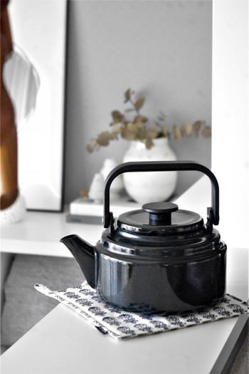 お気に入りの野田琺瑯のアムケトルとの相性もばっちりです。より素敵に見え、キッチンに立つのが楽しくなりそうですね。