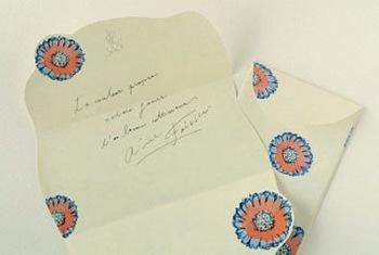 """""""手紙をおくる時の優しい気持ち""""がコンセプトのレターセット。上質な紙が、まさに大切なひとへ贈るのにふさわしいアイテムです。"""