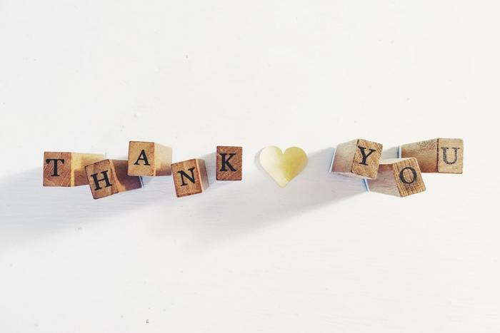 改まって「ありがとう」と伝えるのは、なんだか気恥ずかしいし、ちょっぴり勇気がいりますよね。でも「ありがとう」と伝えられて、嬉しくないことはないはず…♪ 言いたいけど、言いにくい…そんな「ありがとう」の伝え方を伝える相手やシーン別にご提案します。
