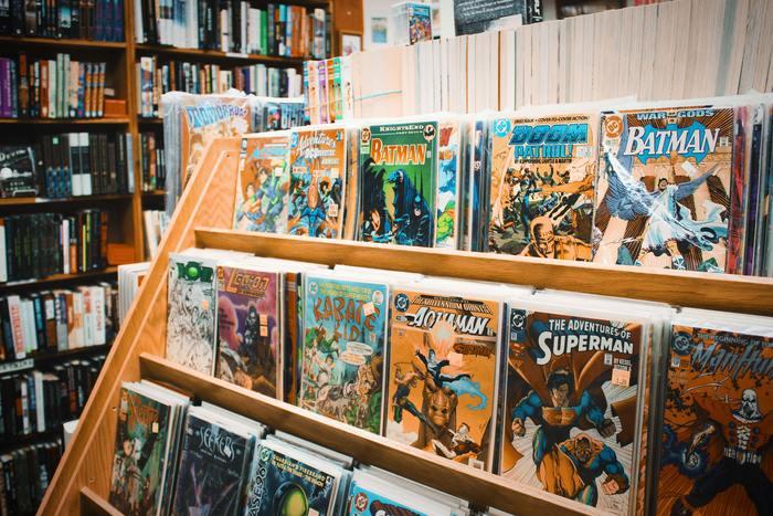 北欧神話をモデルにした映画や漫画は日本でも人気で、例えばアメリカのマーベル・コミックのヒーロー「マイティ・ソー」は北欧神話の雷神トールをモデルにしています。ソーはThursdayの元になったトール(Thor)の英語読みです。怪力で最強の戦神トールは、巨人たちから人間を守ってくれる味方です。