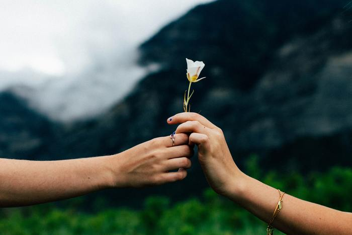 結局、人は一人では生きていけません。喧嘩をしたり、すれちがったり、嫌な思いをすることもあるけれど、やっぱり誰かと一緒にいられるってすごく幸せなことに違いないですよね。