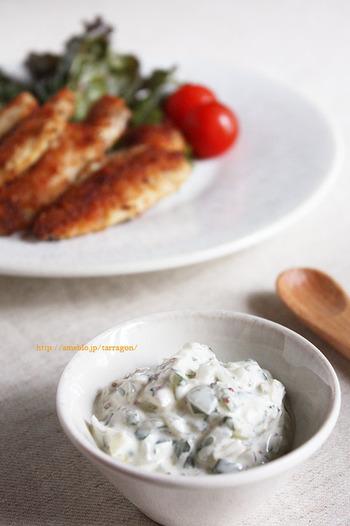 ●新たまねぎと大葉の和風タルタルソース 辛味が少ない新たまねぎはソースにしても美味しい!大葉を加えてさっぱりしたタルタルソースは魚料理とも肉料理とも相性抜群です。