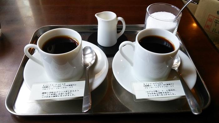 こちらは人気の10ヶ国以上のコーヒーを自家焙煎した飲み比べセット。他にも、紅茶や日本茶などのラインナップもあります。フードメニューはないため、なんと軽食やスイーツの持ち込み自由なんです。