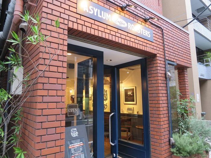 JR恵比寿駅から徒歩7分。ジャズを聴きながら自家焙煎にのおいしいコーヒーが飲める事で人気の「ASYLUM COFFEE ROASTERS(アサイラム・コーヒーロースターズ)」です。