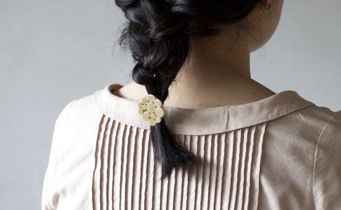 デザインディレクターの富岡正直さんと、陶芸作家の伊藤利江さんからなるブランド「BIRDS' WORDS(バーズワーズ)」。陶磁器や紙製品などを中心に、鳥や花のモチーフをあしらったアイテムを作り続けています。