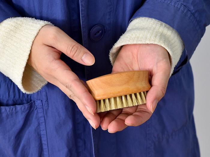 落ちにくい汚れや汗ジミ、食べこぼしの汚れなども、直接石鹸でこすった後にこのブラシを使ってみてください。その汚れ落ちの綺麗さに、きっと驚くはずです。