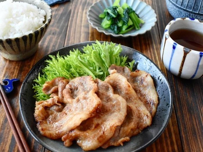 生姜焼き用の豚肩ロースで作る味噌漬けポークソテー。豚肉のみそ漬けって美味しいけど、調理の際に焦げやすいのが難点。ところが豚肩ロースなら、すぐに焼くことができ、しかも漬け込みも短時間で済むので、朝手早く作ってお弁当のおかずにも使えそう。