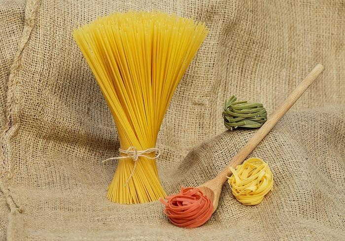 パスタといえば普通の家庭では乾燥パスタが一般的。もちろんいつものパスタも美味しいけれど、生パスタには乾麺にはない魅力がたくさん!