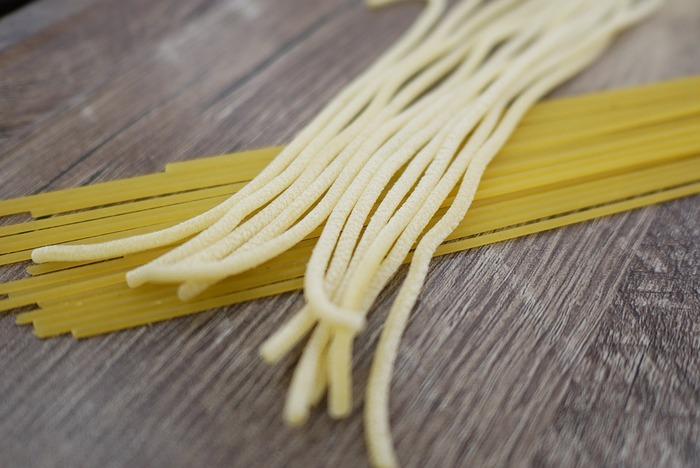 その名のとおり生パスタは乾燥させません。作り立ての麺をすぐ調理するため、小麦がもつ本来の香りや風味、モチモチとしたコシのある歯ごたえを楽しむことができます。
