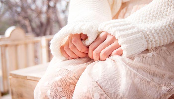 いくら厚着をしたり入浴しても改善されない冷えは、「内蔵型冷え性」かもしれません。これは手足が冷たい末端冷え性とは異なり、身体の内側から冷え切った状態のことを指します。内臓の冷えにはなかなか気付きづらい上に、身体への負担が大きいので厄介です。身体の芯から温める方法やアイテムで、少しずつ身体のメンテナンスをはじめましょう。
