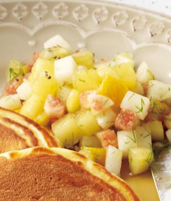 ディルが効いたおしゃれなフルーツいっぱいのマリネサラダはサーモングリルやパンケーキ、様々なお料理を引き立ててくれる万能アイテム。季節のフルーツで色々楽しめますね。