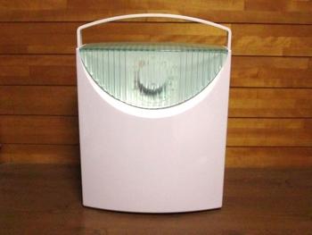 羽毛布団は布団乾燥機を使って乾燥させても問題ありませんが、70度以上の高温にならないように注意しましょう。温度が高過ぎる場合は、間に毛布などを挟むと安心です。
