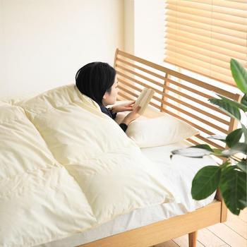 良質な羽毛布団であれば、今回ご紹介したような簡単なお手入れを続けるだけで、その品質をかなり長くキープできます。ベッドで過ごす時間を快適にするために、日頃からこまめにお手入れして下さいね。