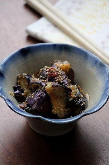 ナスは和洋中と変幻自在に変化を遂げてくれる嬉しい食材。甘めの味噌で炒めれば、それだけで立派なおかずに早変わり。お弁当にも丼にしても◎なレシピです。