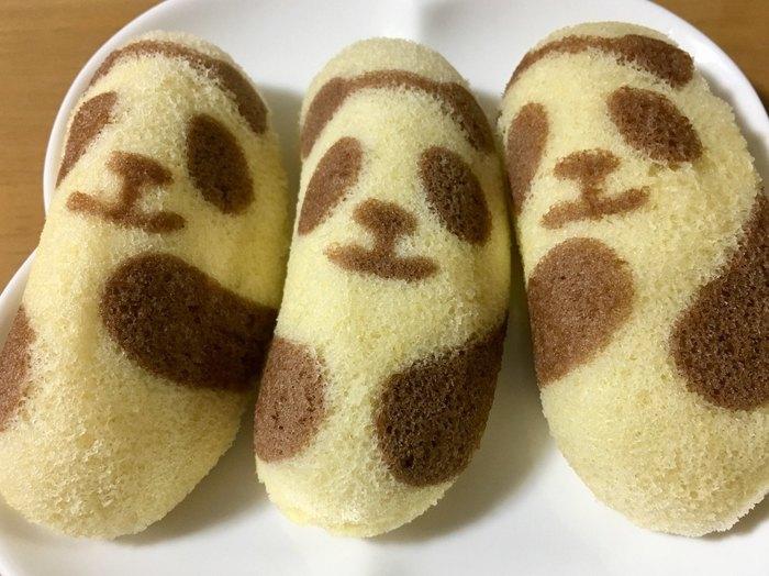 東京土産の代表格「東京ばな奈」の新商品「東京ばな奈パンダ」。バナナヨーグルト風味のクリームが、スポンジケーキにたっぷり詰まっています。ふわふわの生地に愛くるしいパンダのデザインが可愛いですね。パンダのポーズは3種類。並べて比べたくなりますね。