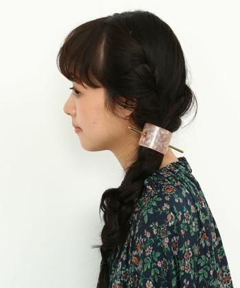 深いカーブを描くマジェステは、毛束をザクッとまとめたいときに大活躍。太めの三つ編みもきっちりホールドしてくれます。
