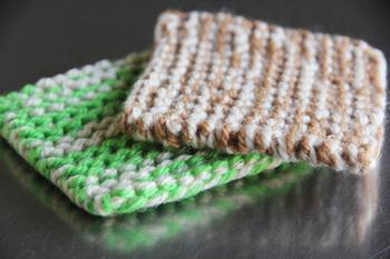 「ワッフル」は、キッチリと凹凸状に編まれていて、弾力性と耐久性に優れています。用途に合わせて使い分けたいですね。