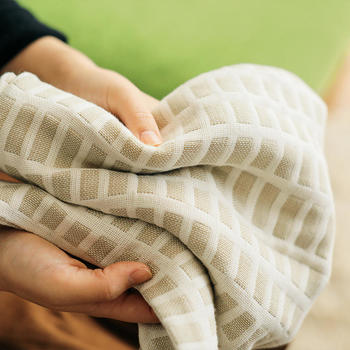 コットン100%のガーゼなので肌に心地良く、吸湿性に優れ保温性も高いので肌寒い時期でも安心な素材です。