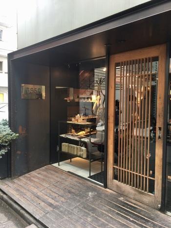 代々木公園近くにある365日は、一見パン屋さんには見えないようなモダンな店構えです。