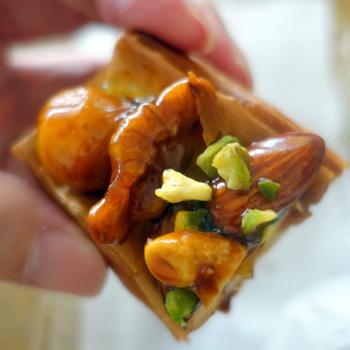 サクサク生地と甘すぎないキャラメル、香ばしい数種のナッツの組み合わせが最高なデニッシュキャラメルナッツ。 栄養を取りたい朝にも、おやつにも良いですね。