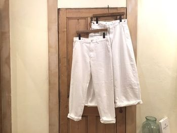 デイリーなスタイリングに効くホワイトパンツ。その色味やパンツのシルエットによっても、仕上がりの雰囲気は変わってきます。ぜひ参考にして、好感度の高い新鮮なコーディネートをつくってみてくださいね。