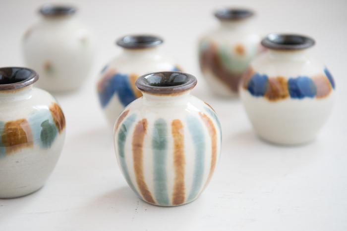 那覇市にある育陶園は、300年続く「壺屋焼」の窯元。ひとつひとつ、沖縄の土と手作りの釉薬など材料にこだわって焼き上げられています。
