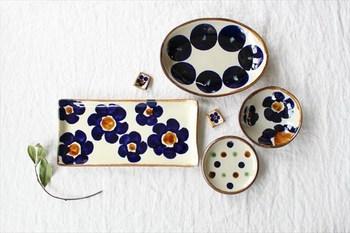 """エドメ工房を主宰する川上さんは、生まれ育った那覇市・今帰仁村窯を構え、伝統的な技法や釉薬、""""やちむん""""らしい大らかなデザインの器を作陶されています。"""