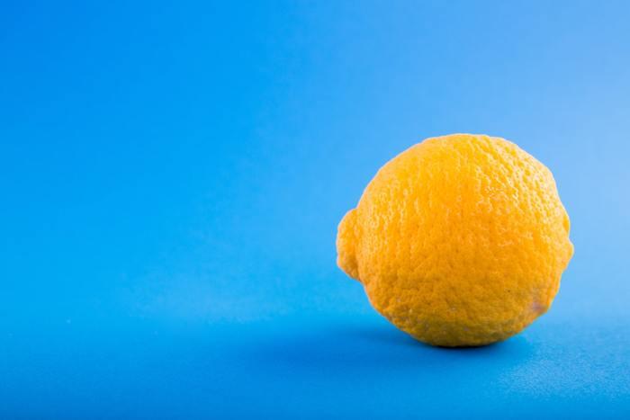 日頃から身体の内側からお肌をサポートしてあげましょう。肌荒れが気になる時におすすめなのが、代謝を良くする「ビタミンA」や美しい肌のもととなる「ビタミンC」。食事だけでは不足してしまう場合は、サプリメントで効率良く摂取できるので取り入れてみても◎