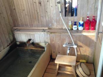 ワンちゃんへの行き届いたサービスはもちろんですが、飼い主さんへのサービスも◎ アメニティーも充実しており、客室には専用展望露天風呂がついています。