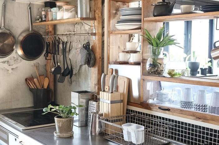 おうちの中でも一番生活感が出やすいキッチンのちょっとしたインテリアのコツをご紹介しました。  明るさをテーマにした北欧インテリアはキッチンをより洗練させるためのアイデアに溢れています。  まずはできるところからぜひチェンジしてみてくださいね♪