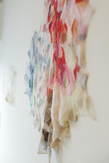 柔らかな優しい光と谷口さんの作品たちが、とても繊細にそして美しく写し出されています。