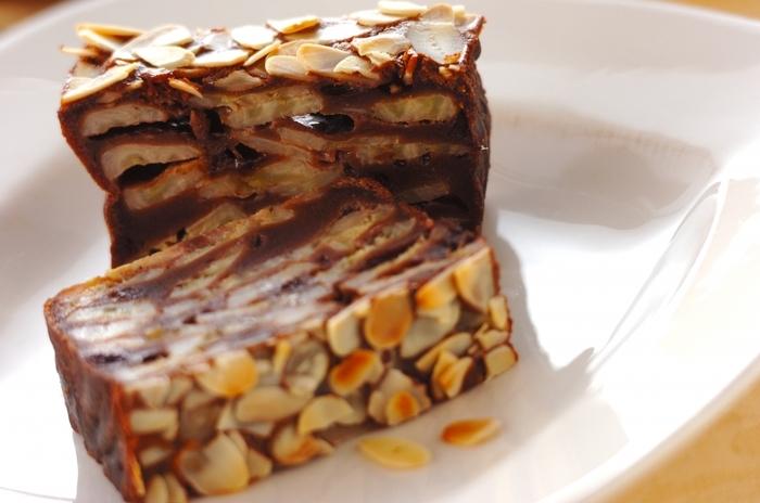たっぷりのバナナに、相性のいいチョコレート生地を合わせたガトー・インビジブル。表面に散らしたスライスアーモンドが、カリッといい食感。バナナ&チョコは、誰もが大好きな組み合わせですね。