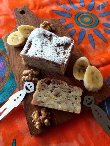 バナナ、ココナッツミルク、ココナッツオイル…南国風味のコンビネーションが絶妙なガトー・インビジブル。ホットケーキミックスを使っているので、より簡単にできます。