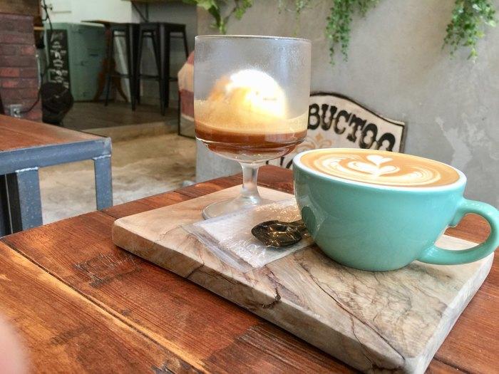 古民家を改装したという、こだわりを感じる店内は、どの角度からでも可愛いスナップが撮れちゃう。 おしゃれな雰囲気や盛り付けだけでなく、こだわりのコーヒーも絶品です。