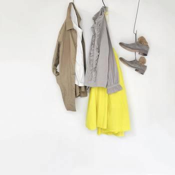 """今回は、いつもの冬コーデに+αで、少しずファッションに""""春""""を取り入れるためのテクニックをご紹介します。"""