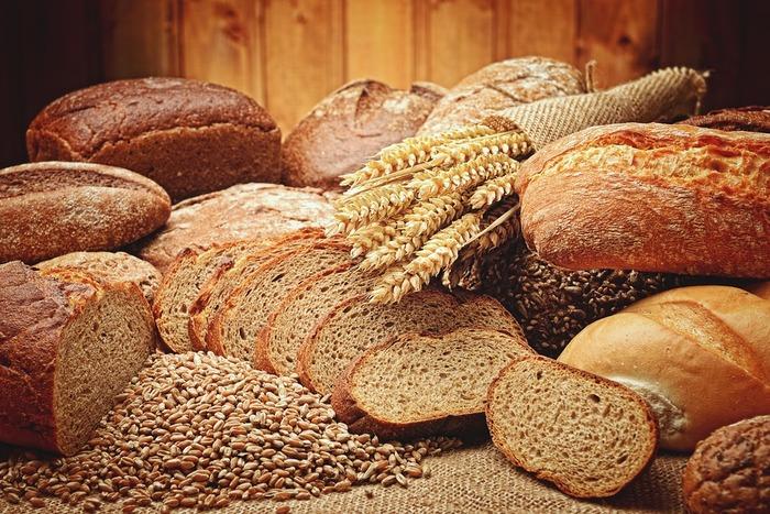 パンシェルジュは、パンの製法や材料などの知識はもちろん、さまざまな国のパンや歴史、さらにはマナーや衛生に関する事柄などパンについての幅広い知識を習得し、検定に合格した人のことを指します。マスター(1級)、プロフェッショナル(2級)、ベーシック(3級)という三つの級で専門知識を身に着けることができます。