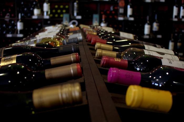 ワインエキスパートはまず一次で筆記試験があり、二次でテイスティングのテストがあります。さまざまなワインを味わうことが勉強になるというのは、ワイン好きにはたまらないですね。