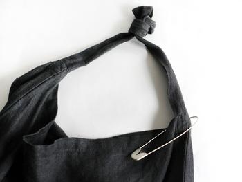 お気に入りのピンをバッグにつければ、自分だけのオリジナルアイテムに早変わり!シンプルなTOTOバッグもぐっとお洒落な雰囲気に。