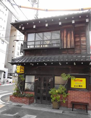 谷中霊園からほど近い住宅街にあるカヤバ珈琲は、大正5年に建てられた町家をリノベーションした谷中のシンボル的なカフェです。