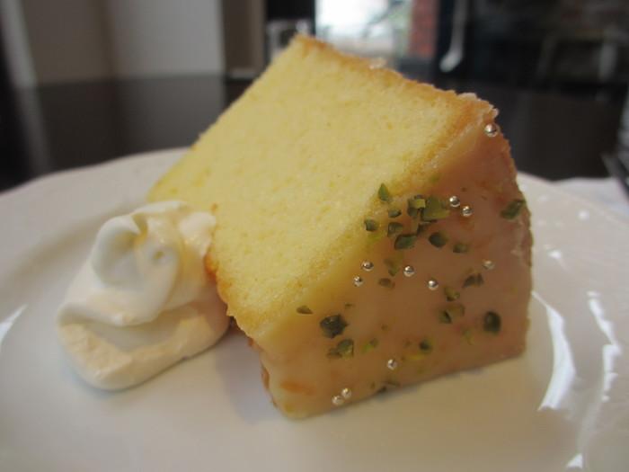 ガトーショコラやニューヨークチーズケーキなど、コーヒーによく合うスイーツが人気です。また、ミックスサンドやナポリタン、チーズトーストなどの喫茶店メニューもあります。