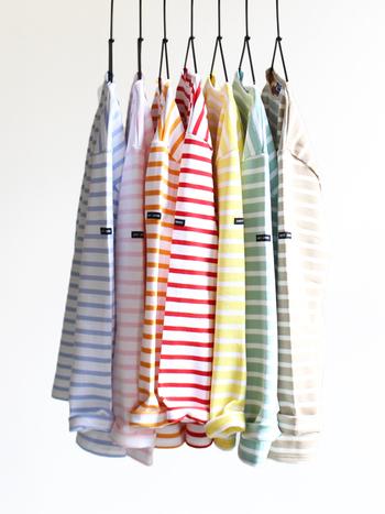 カラーや着こなし次第で、さまざまコーディネートを楽しむことができるボーダーTシャツは、一枚は持っておきたい万能アイテム!今回は、春にぴったりな「ボーダー」の着こなしをご紹介していきます。