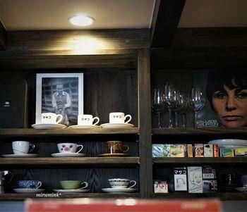 都内には、そんなジャズを愛す方が集う大人な雰囲気の喫茶やバーが点在しますが、今回は初心者の方でも気軽に入れるこだわりのジャズナンバーと美味しいコーヒーが飲めるカフェをご紹介します。ジャズのメロディーを愉しみながらゆったりと気分を入れ替えましょう。